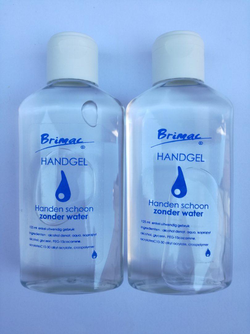 Désinfecte et nettoye les mains